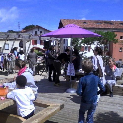 un café citoyen à Dongochenia à Hendaye