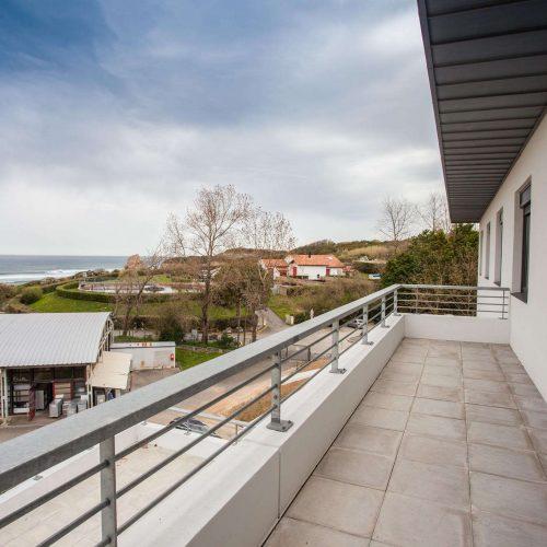 ehpad haizpean vue exterieure d'un balcon vers les deux jumeaux