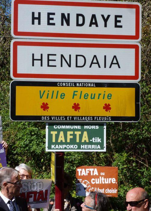 panneau-Hendaye-commune-hors-tafta-pose-en-mai-2016