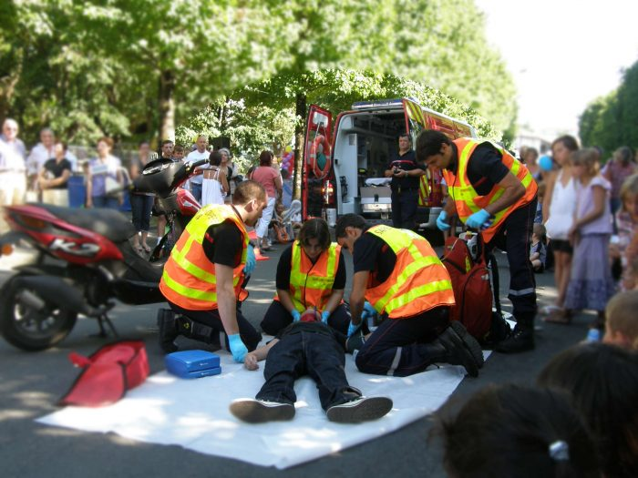 exercice pratique d'intervention des pompiers sur un accident de la route